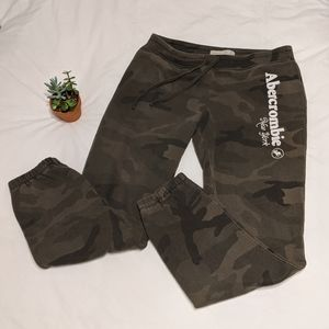 Abercrombie and Fitch Camo Jogger Pant